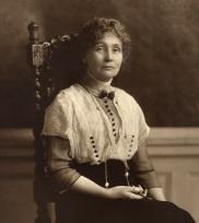 Emmeline_Pankhurst,_seated_(1913).jpg
