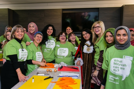 Interfaith cooking at JW3 with Laura Marks, Rabbi Laura Janner Klausner, Mayor of Camden, Remona Aly and Nisa-Nashim by Yakir Zur copy